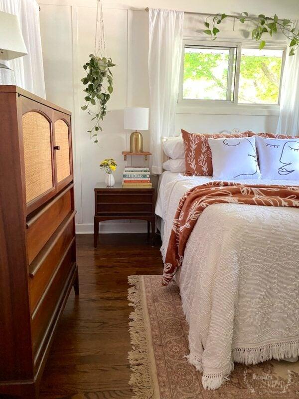 Midcentury Modern Boho Bedroom and Small Floating Shelves