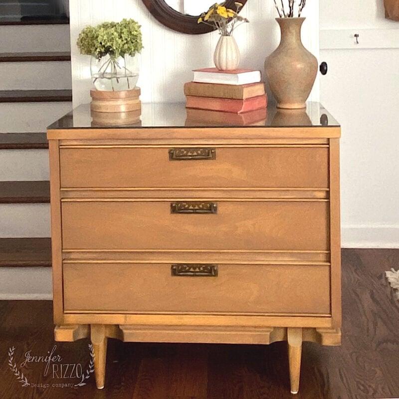Using vintage MCM furniture in modern decor