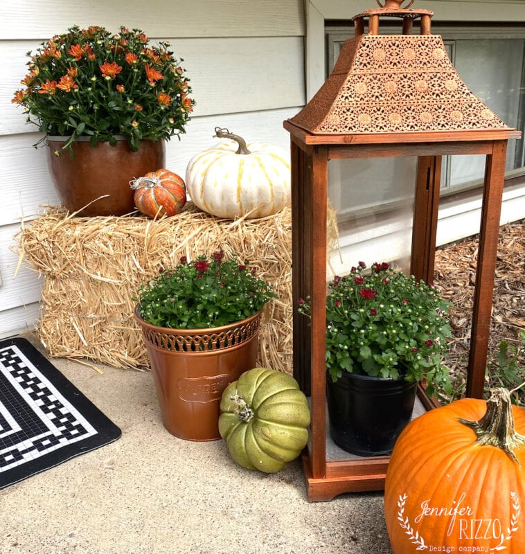 Cute decorating idea pumpkins on haystack