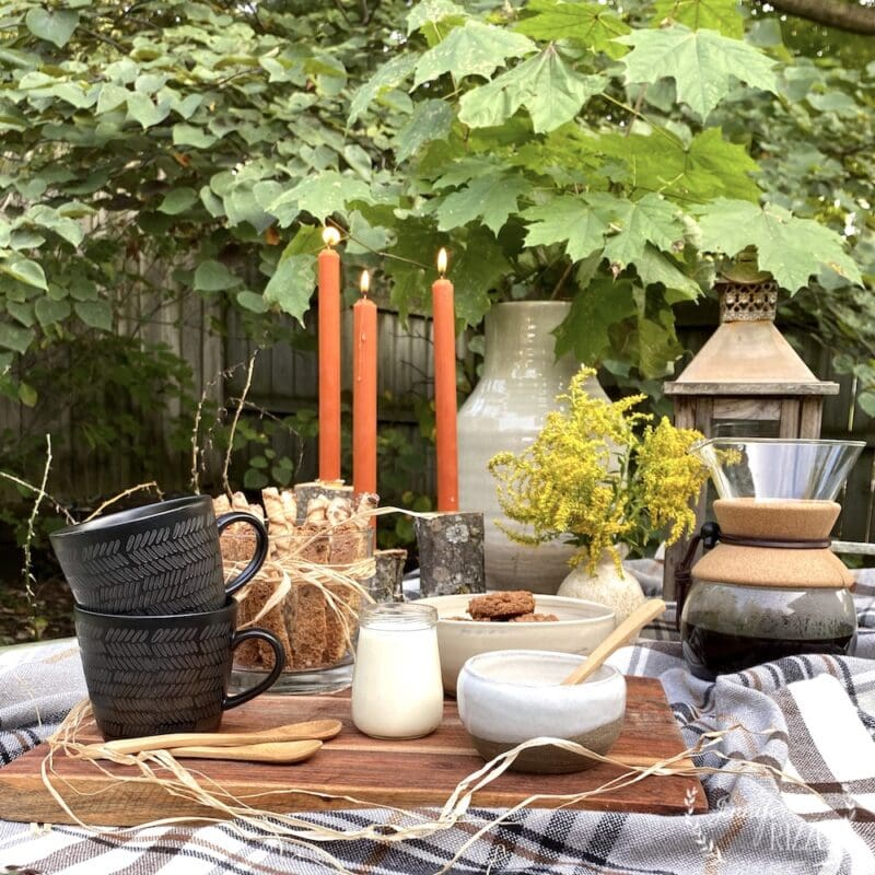 Make an outdoor coffee date for two