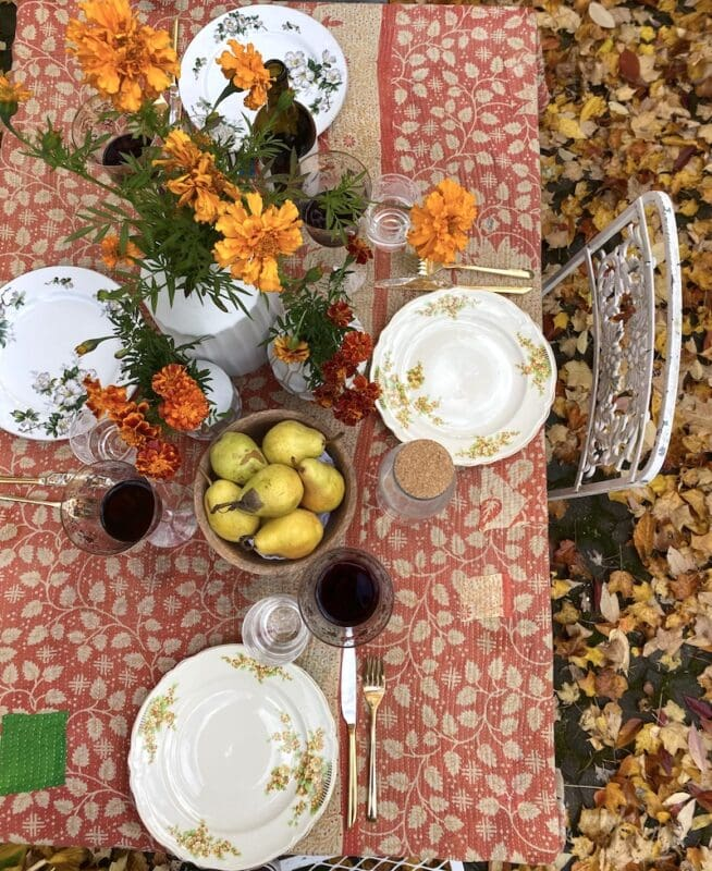Boho fall tabelscape with a kantha blanket and vintage dishes