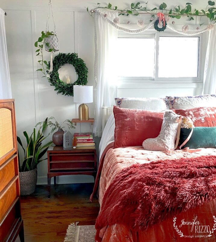 Christmad bedroom with pink bedding and green accents