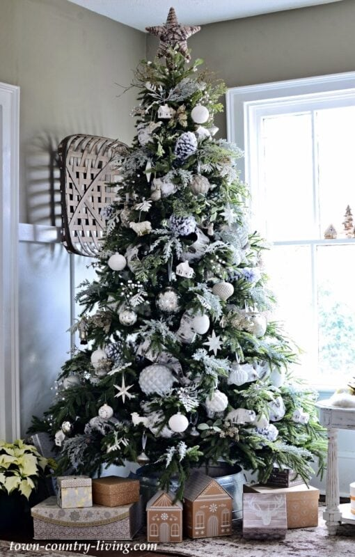 own-and-Country-Living-Christmas-Tree
