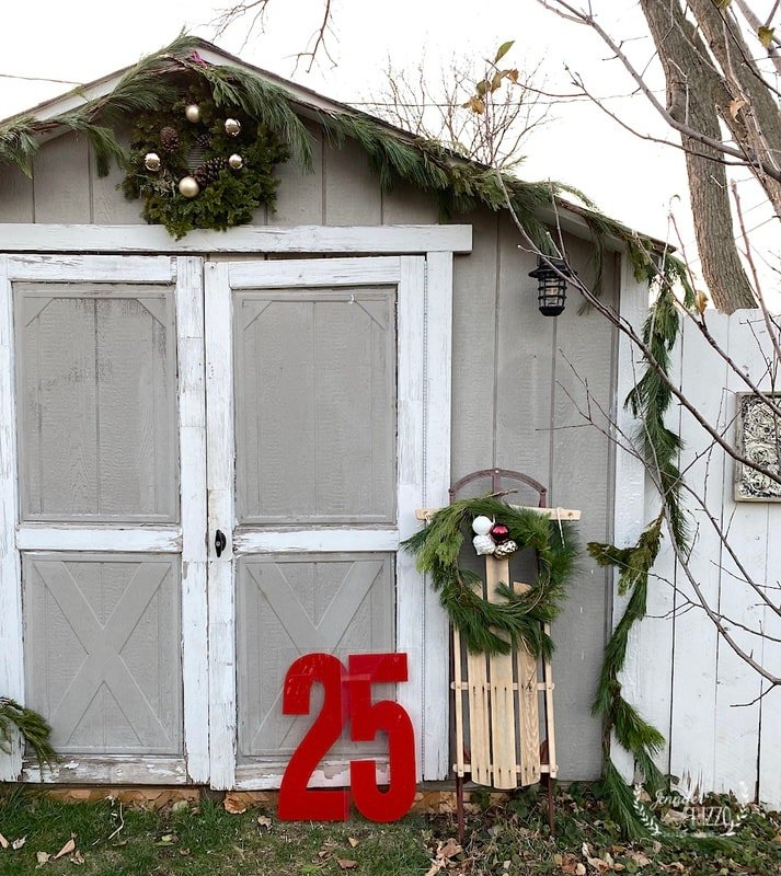 Cute She-Shed Holiday Makeover