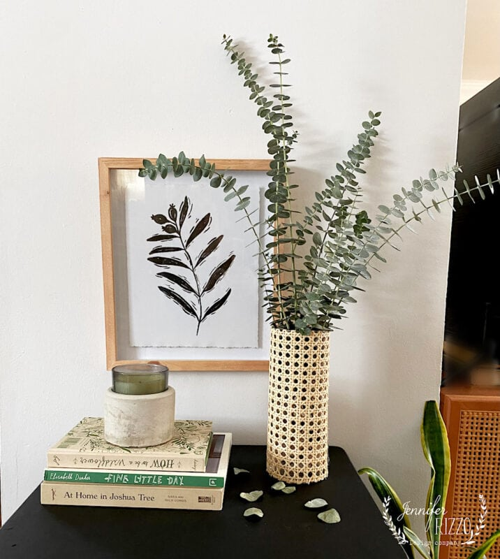 Make a caned vase with rattan