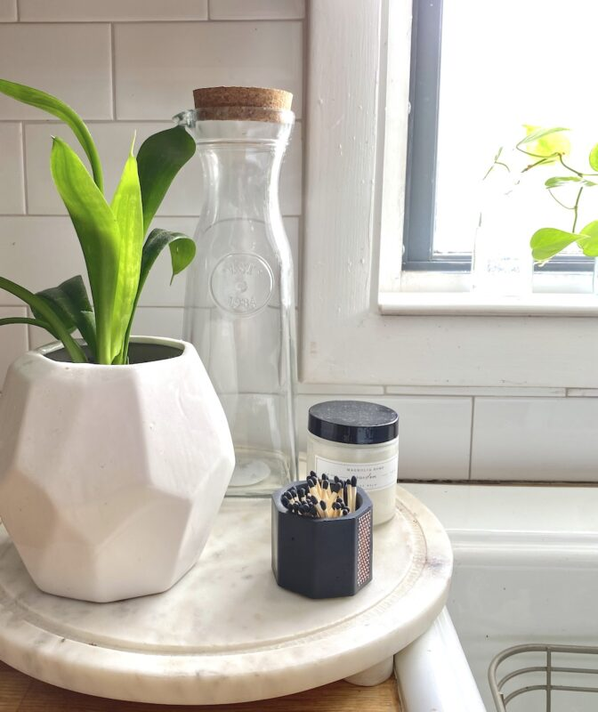 Plant on marble round
