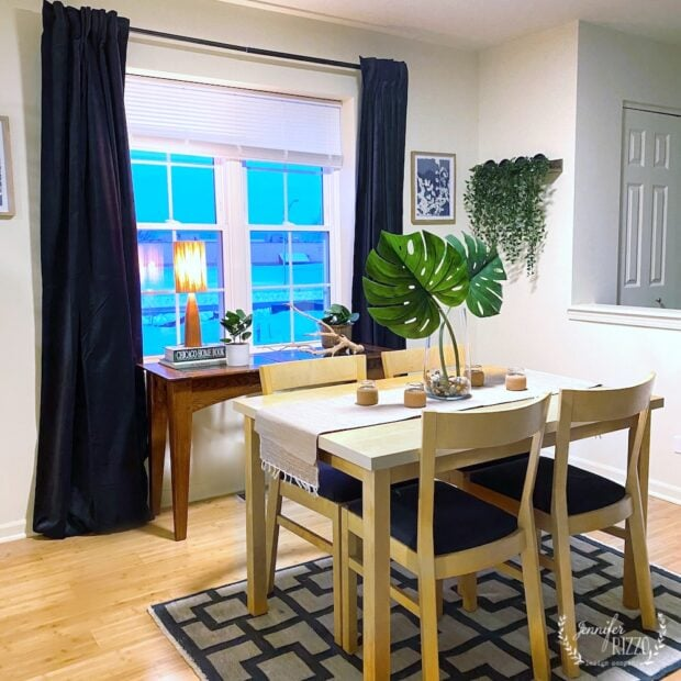 Small space design for a dining area in a townhouse