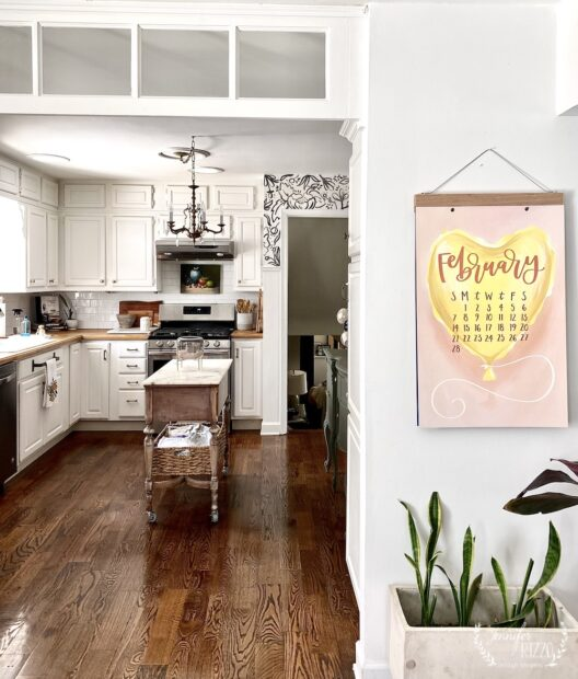 Transom in kitchen at hadnpainted wallpaper